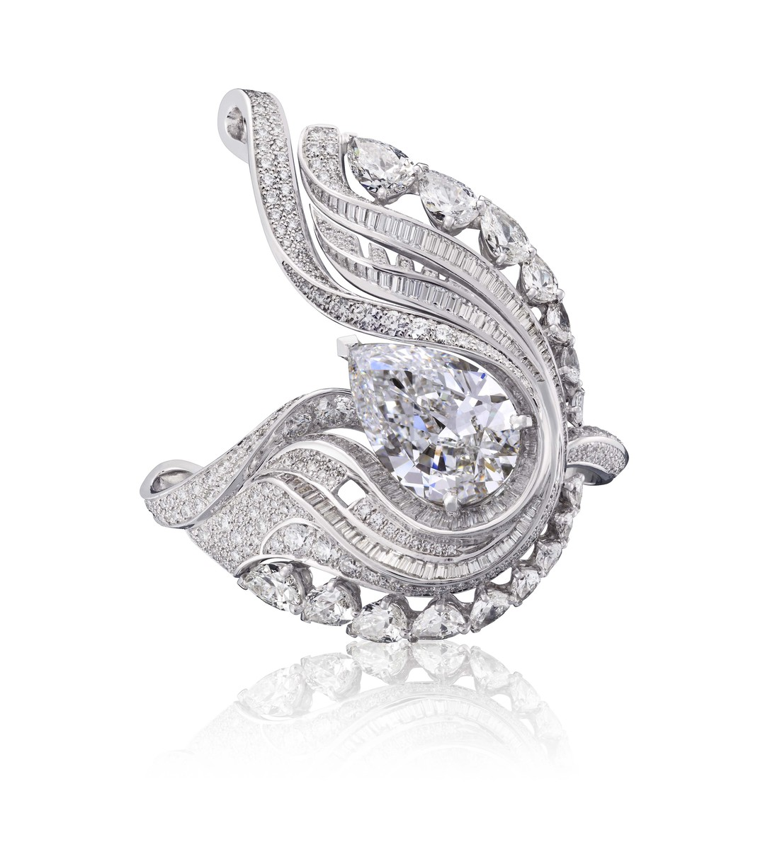 De Beers 1888 Creative Solitaires Imaginary Nature Embrace ring, set with a central 8.88ct pear-cut diamond.