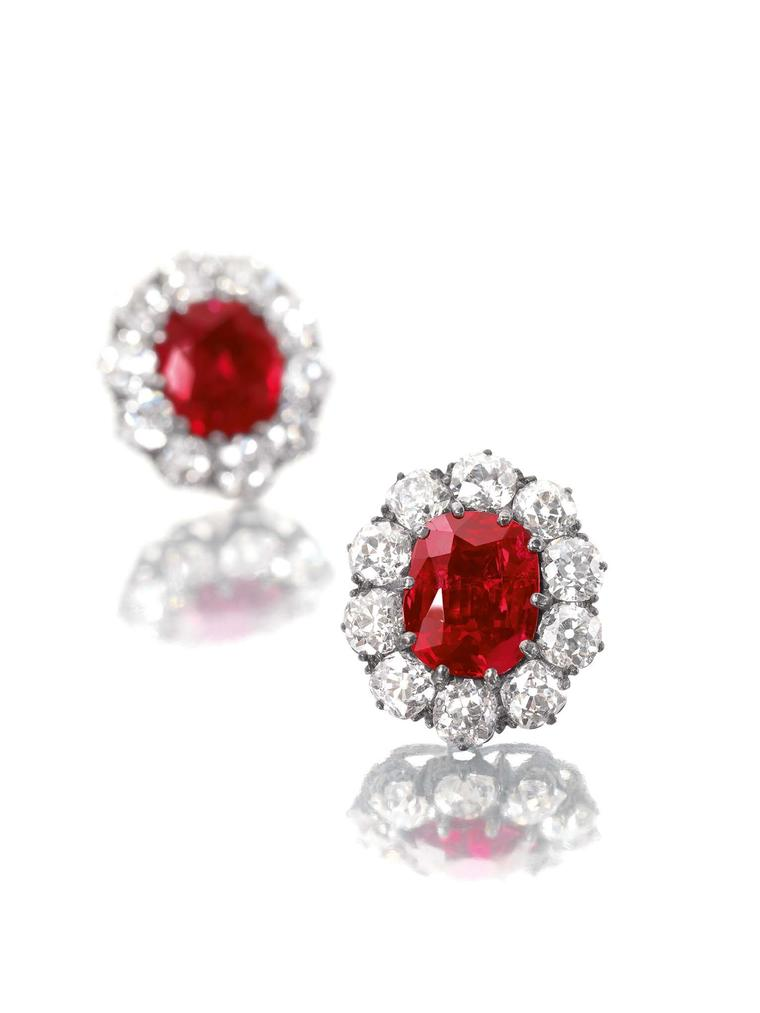 A pair of diamond earrings featuring two unheated rubies weighing 6.80 and 6.70ct respectively, which originate from the world's best ruby source, the famous Mogok Valley in Burma, achieved US$2,975,935 (Estimate: US$2.5-3.2 million).
