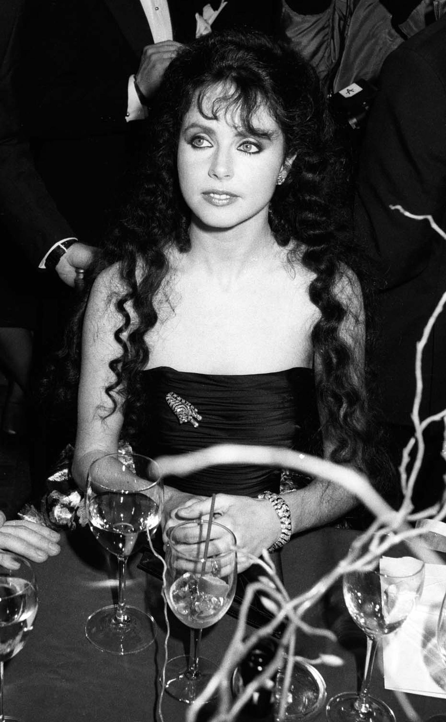 Sarah Brightman wearing the Cartier Tiger brooch at The Phantom of the Opera opening party in New York's Beacon Theatre in 1988. ©Getty Images/Wire Image.