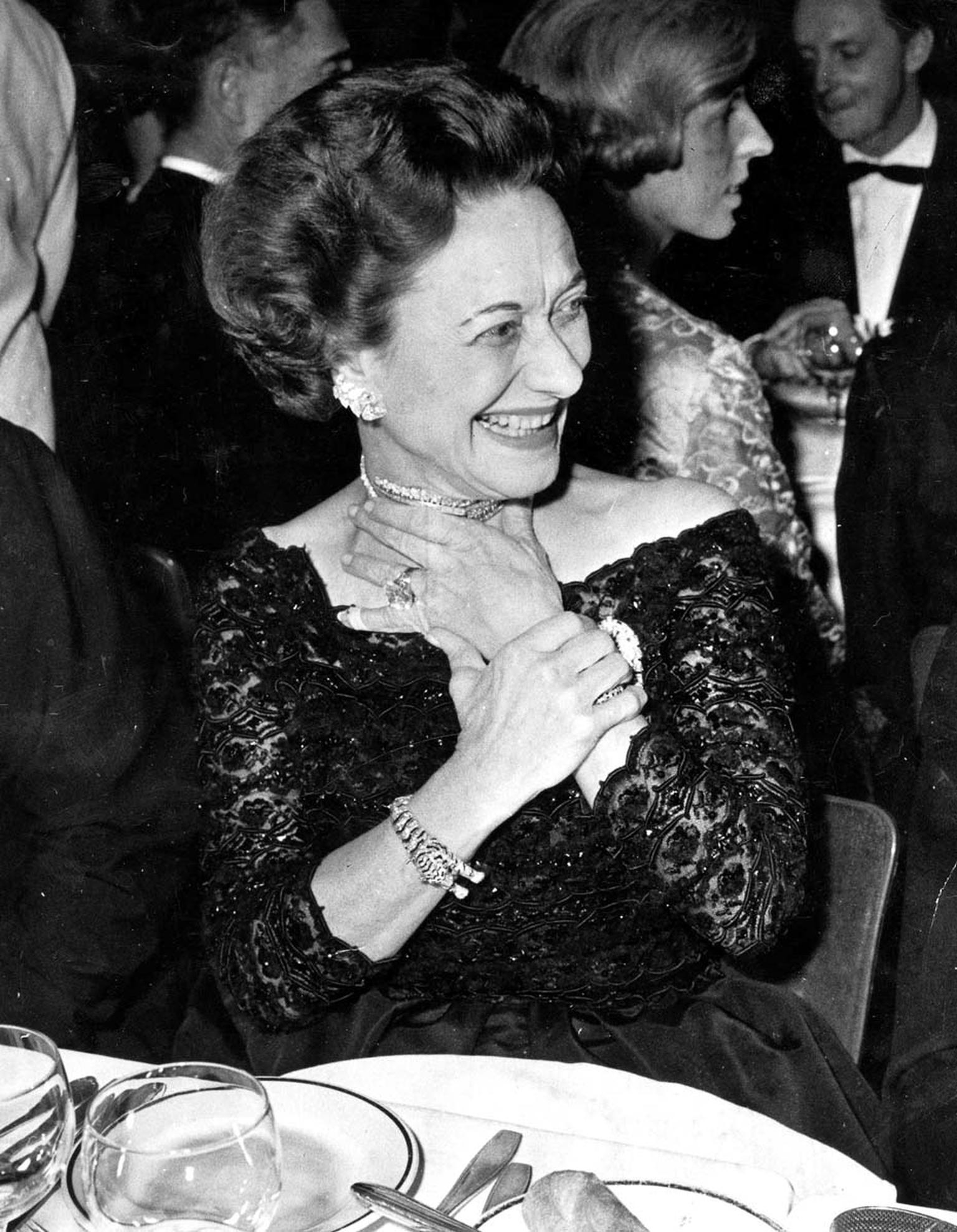 The Duchess of Windsor wearing the Cartier Tiger bracelet during the 1959 Gala opening of the new Lido Revue in Paris. ©Getty Images/Popperfoto.