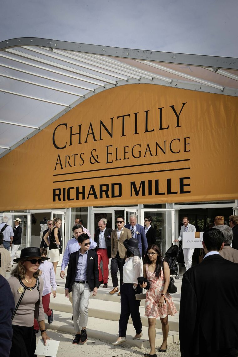 A sunny Sunday in September in the glorious grounds of Chantilly was the perfect excuse to dress up, put on your finest hat and head out of Paris for a day in the country at Chantilly Arts & Elegance.