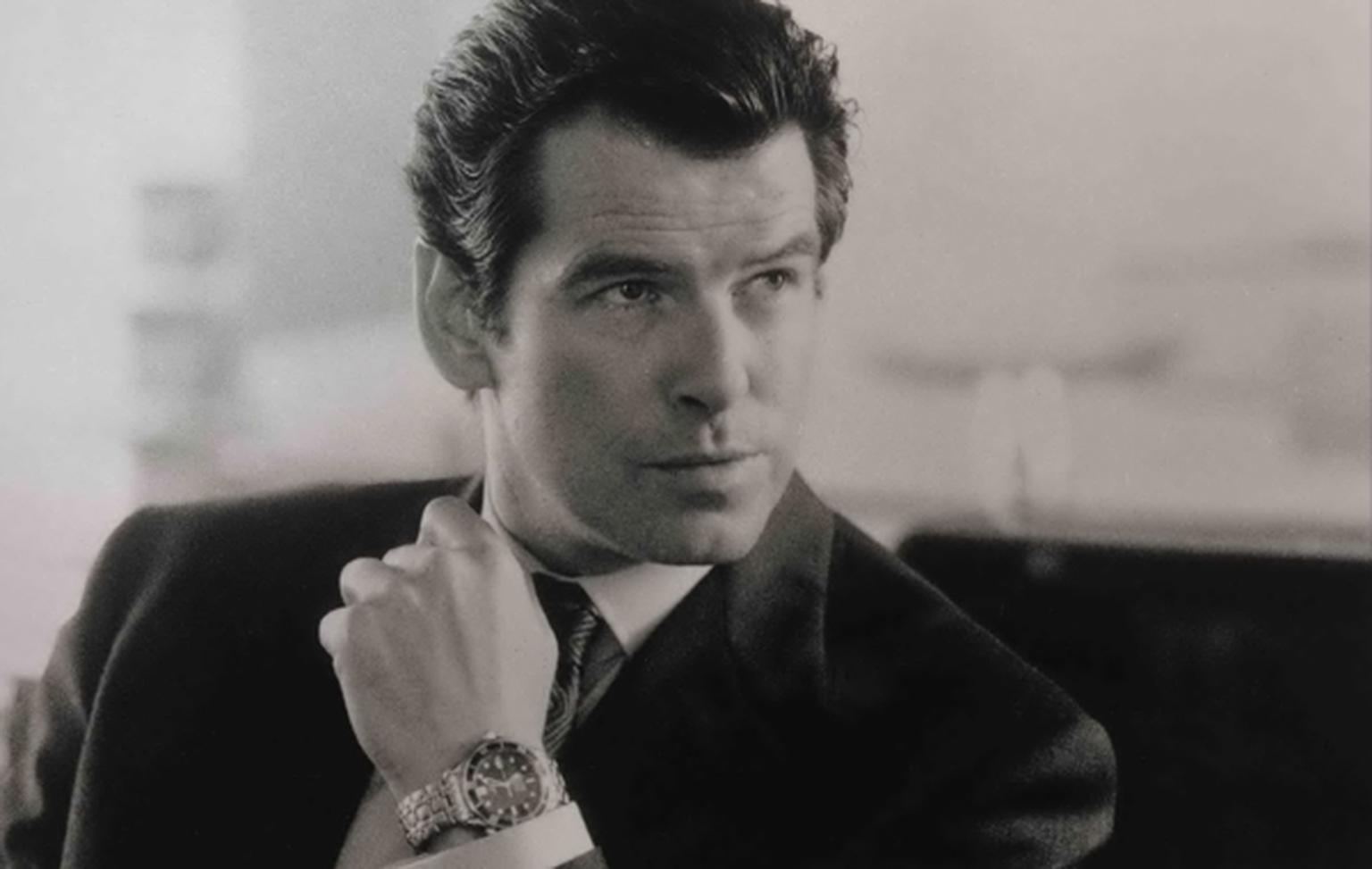Two years after GoldenEye, a similar looking Omega watch appeared on Bond's wrist. This time, the Omega Seamaster Professional 300m watch is endowed with an automatic COSC-chronometer certified movement.