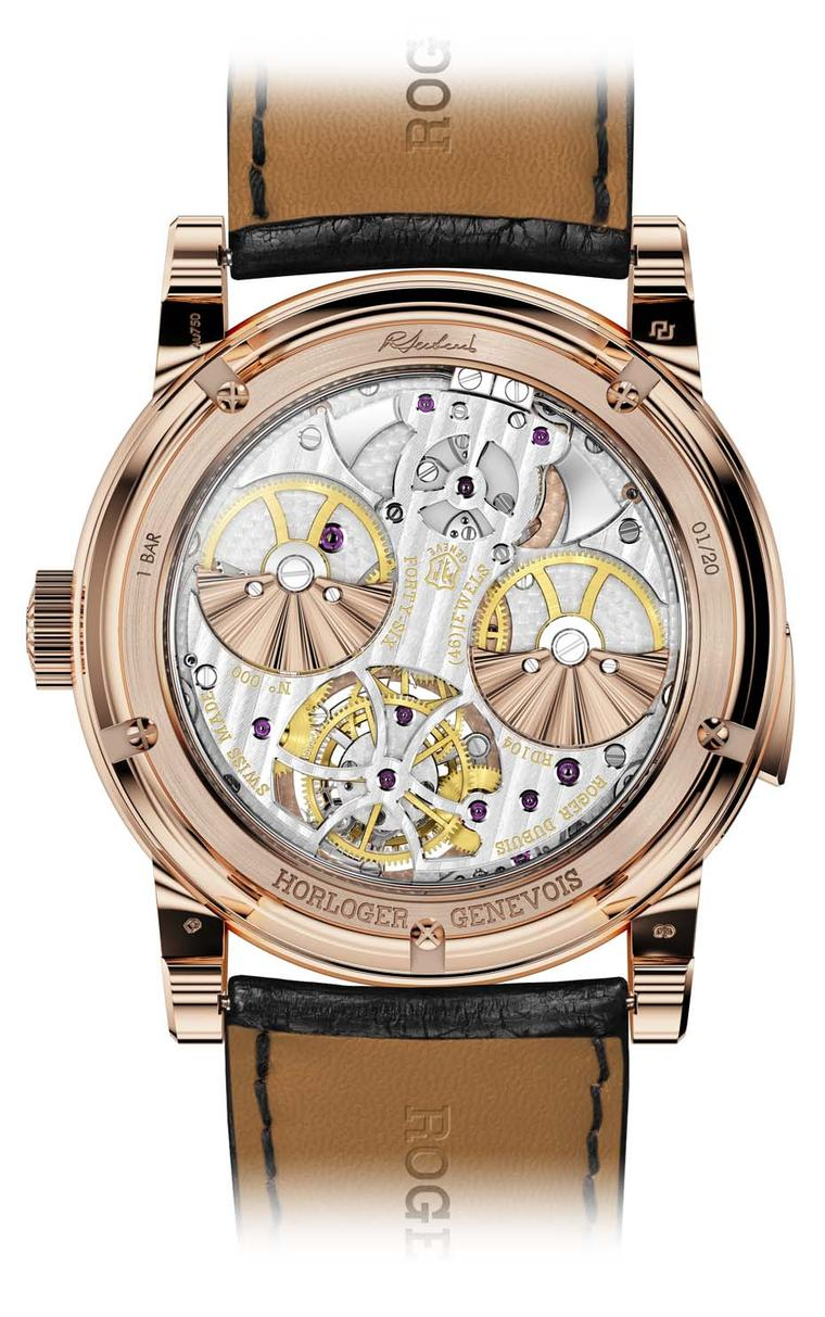 Keeping all the functions at optimum levels is the distinctive Roger Dubuis double micro-rotor – with guilloché decoration in pink gold – visible through the sapphire crystal caseback.