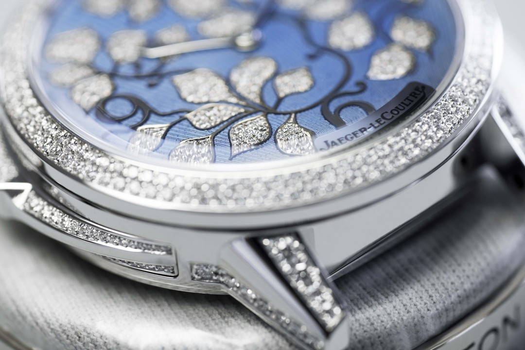 Renowned for its snow-setting technique, artisans at Jaeger-LeCoultre have covered the bezel, the ivy leaves on the dial, the push piece, the lugs and the sides of the white gold case and crown on the Jaeger-LeCoultre Rendez-Vous Ivy Minute Repeater watch