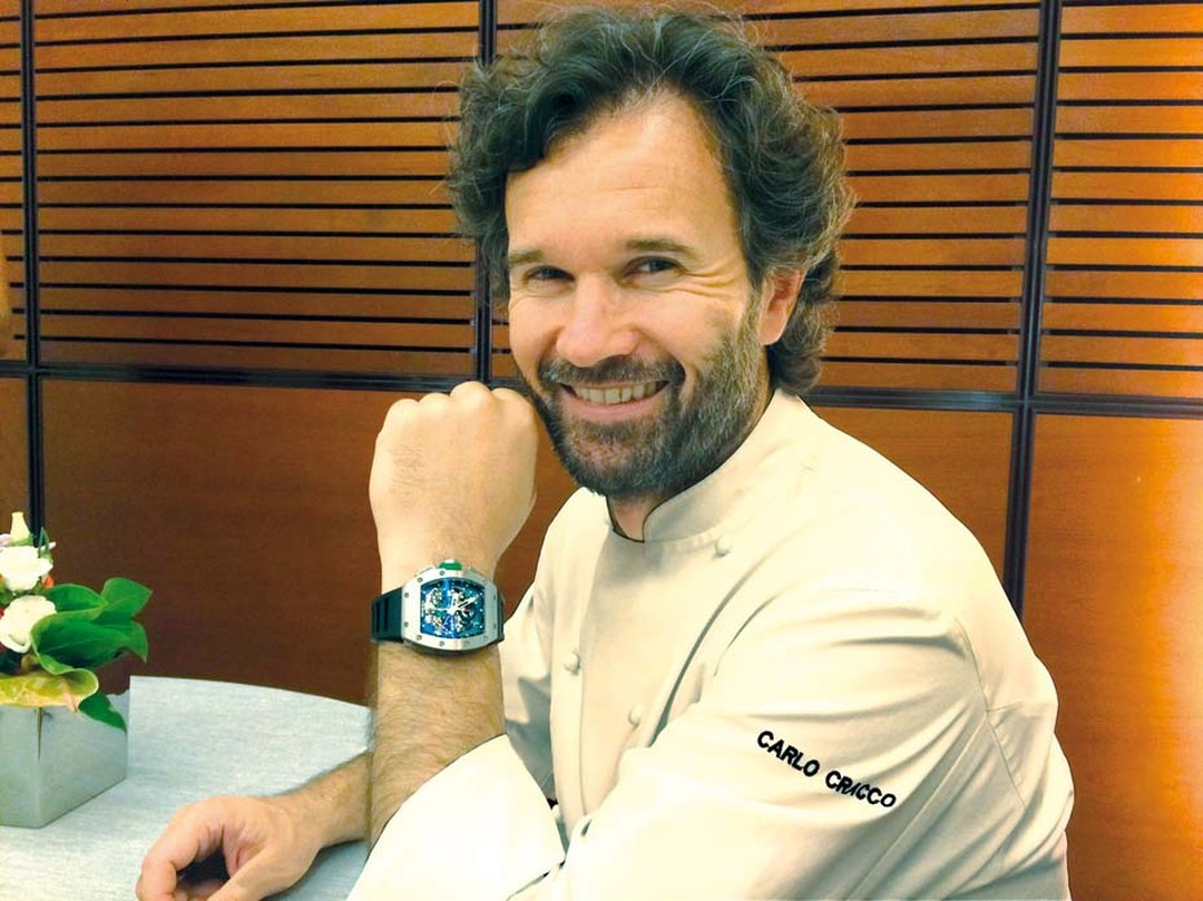 Italian chef Carlo Cracco is the most recent friend to join the Richard Mille family. A celebrity in Italy, where food is king, his restaurant Cracco-Peck was awarded two Michelin stars and he recently appeared on Italian TV as the star of Masterchef Ital