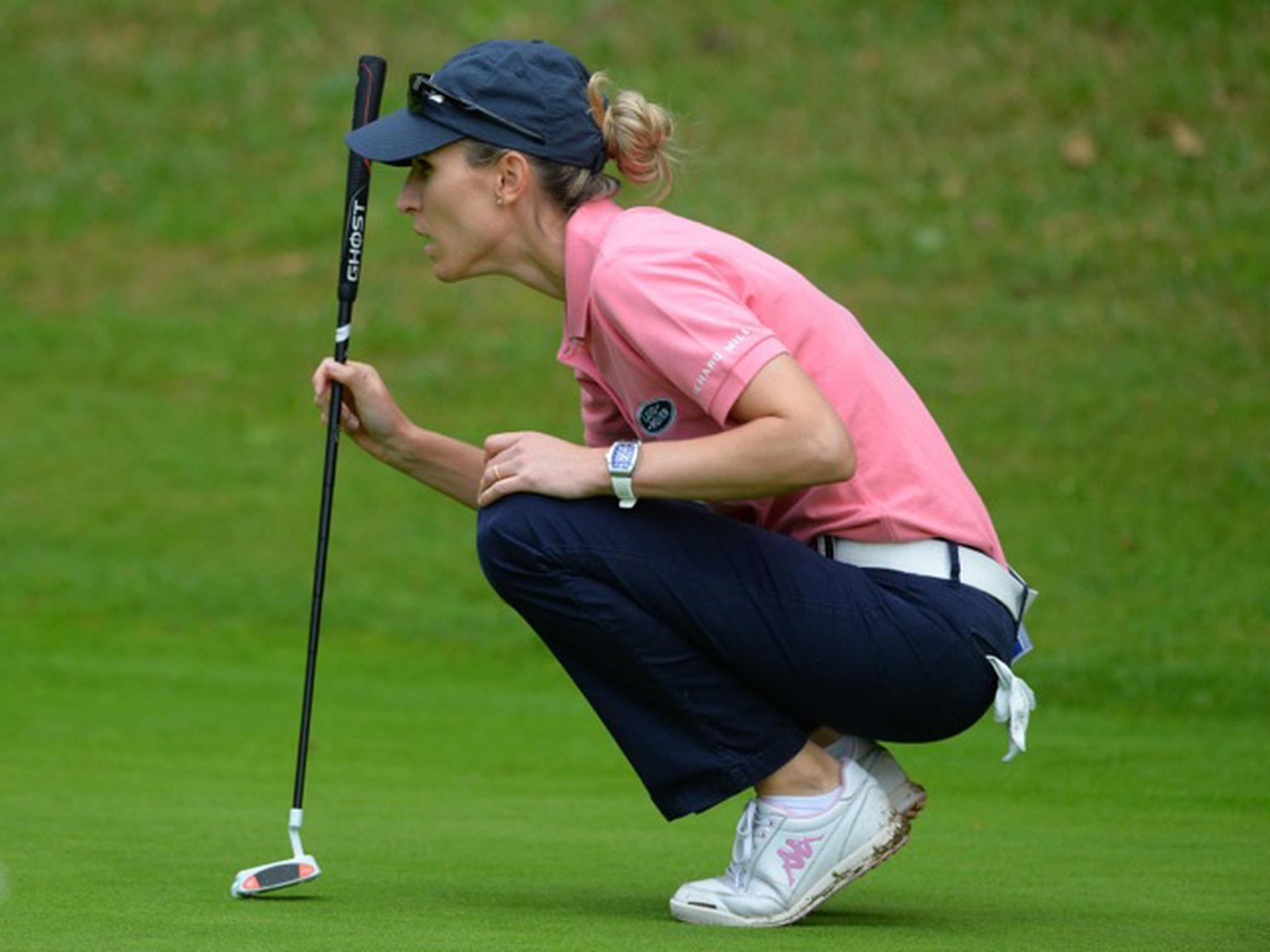 Italian professional golfer Diana Luna on the green wearing her Richard Mille RM 007 Titanium watch.