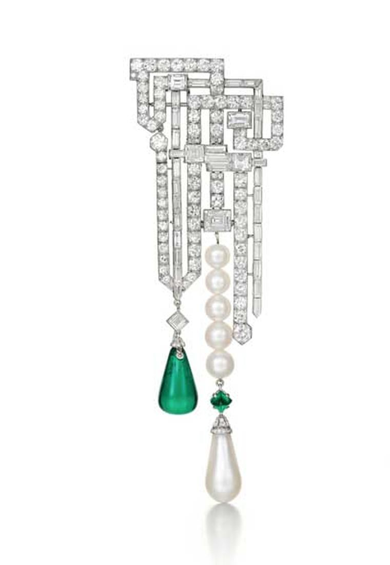 Siegelson brings to Fine Art Asia a very special piece that dates from 1926: a Van Cleef & Arpels diamond, emerald and pearl brooch.