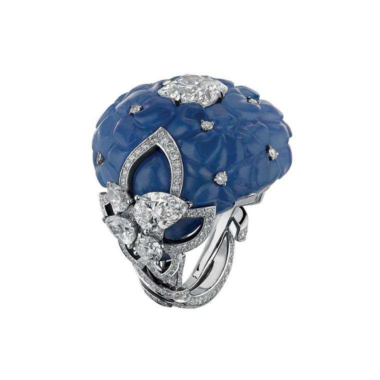 Chaumet Hortensia ring in platinum and carved chalcedony, set with brilliant-cut diamonds and a cushion-cut EIF diamond of 2.51ct.