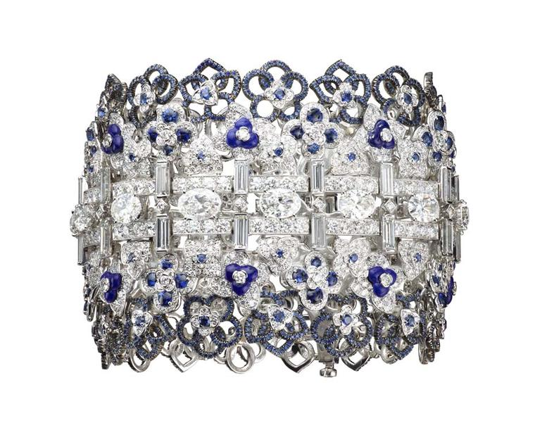 Chaumet Hortensia bracelet in white gold with diamonds, lapis lazuli and sapphires.