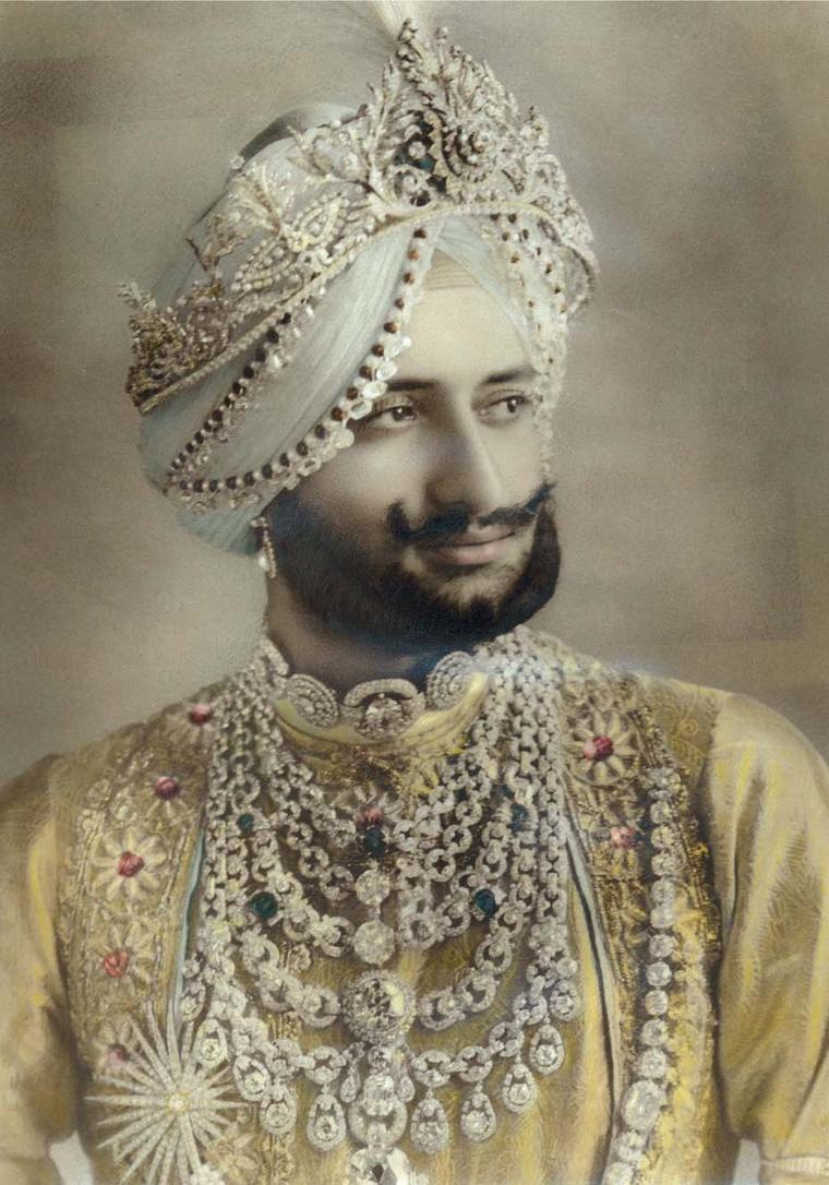 Maharaja Yadavindra Singh, wearing the spectacular bib-style set with almost 1,000 carats of diamonds. The necklace was commissioned by his late father the Maharaja of Patiala who Jacques Cartier met on his first trip to India in 1911 and later gave Carti