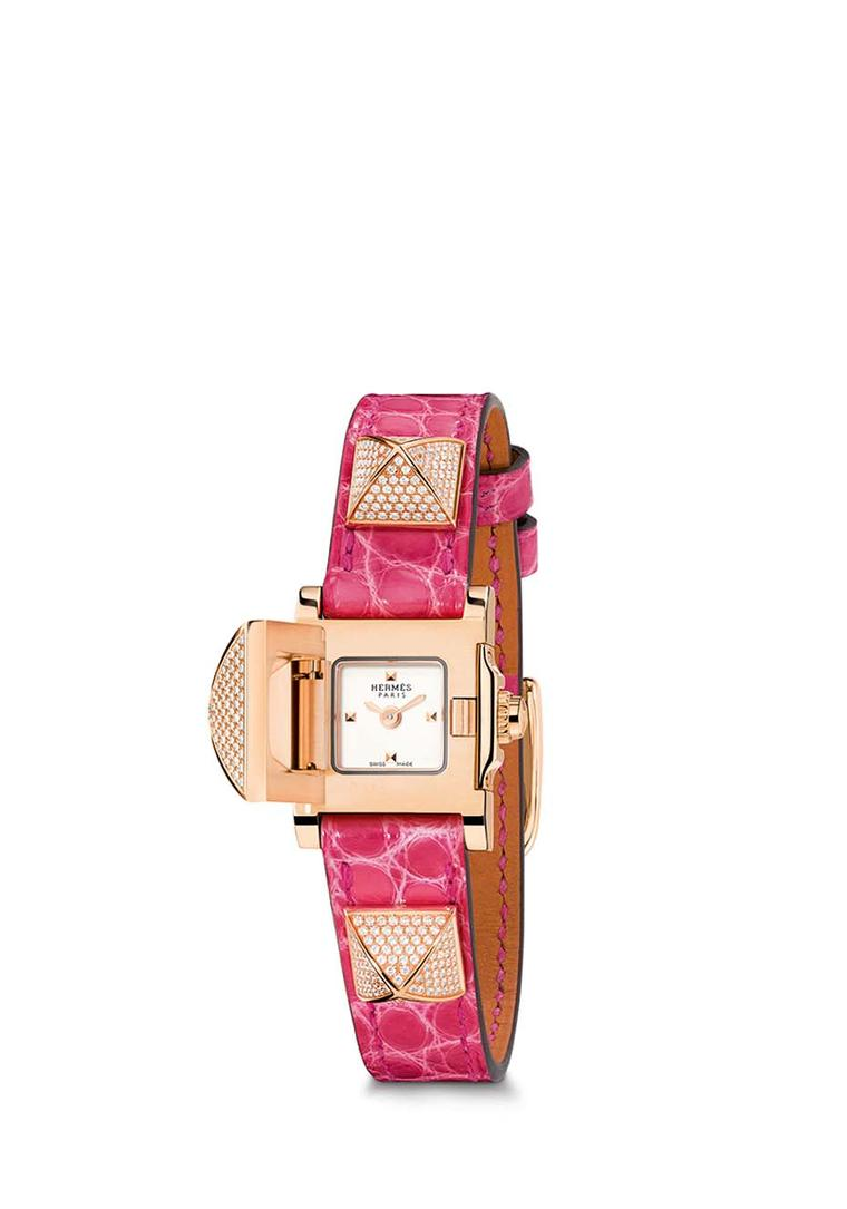 With a pink leather bracelet with three pronounced rose gold pyramid studs set with pavé diamonds, the largest pyramid in the centre of the Hermès Médor watch opens to reveal the opaline silvered dial of the watch that keeps impeccable time thanks to a Sw