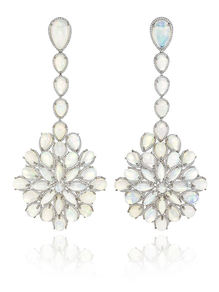 Cate Blanchett's Oscar 2014 opal drop earrings are from Chopard's new Red Carpet Collection and feature 62 white opals set in white gold with diamond pavé.