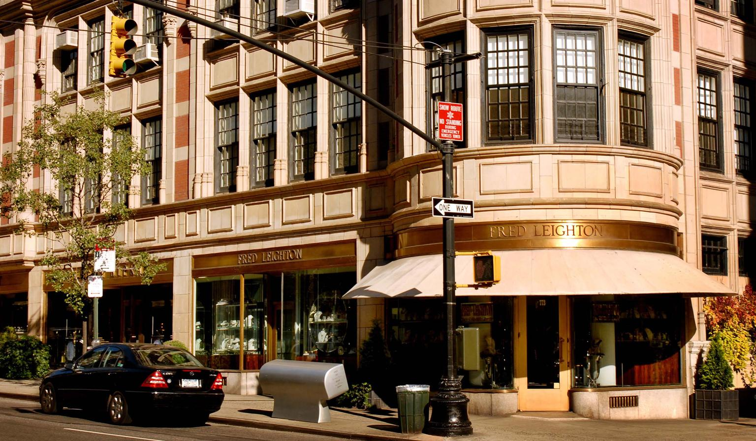 The largest emporium of antique and estate jewelry in New York is Fred Leighton, which started out in Manhattan's Greenwich Village before moving uptown to Madison Avenue in 1984.