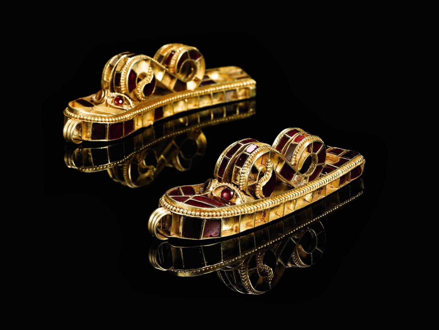 Particularly impressive are the garnet-set cloisonné dragon terminals at each end of the woven gold strap. The design is typical of the Hunnic period, when craftsmen were easily able to access high quality pre-cut garnet stones.