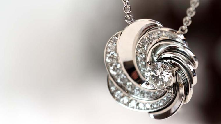 Gift ideas for women: Christmas video of the best necklaces under £10000