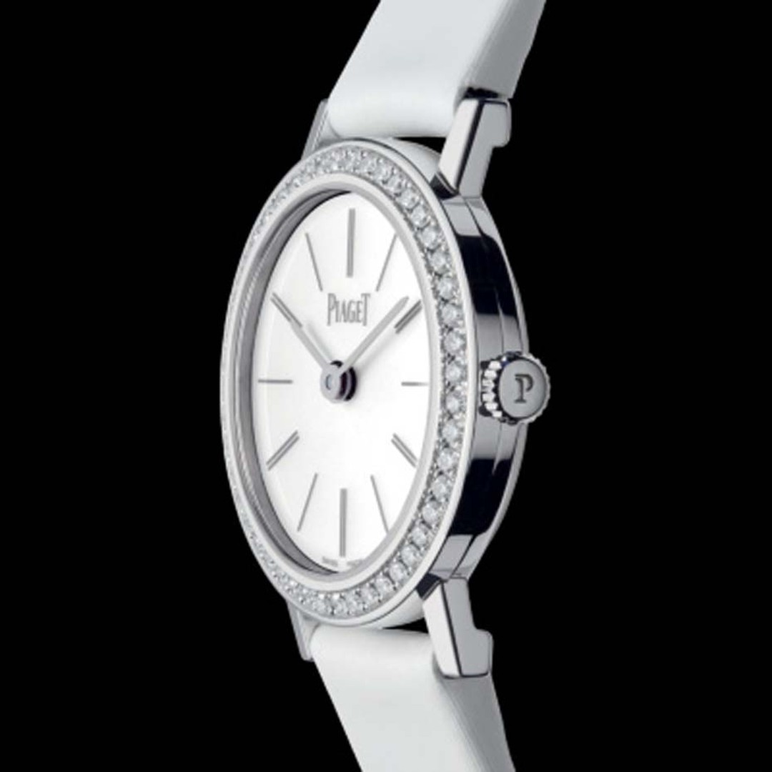 The iridescent white dial of the Piaget Altiplano features delicate hour indices framed by 48 brilliant-cut diamonds on the bezel.