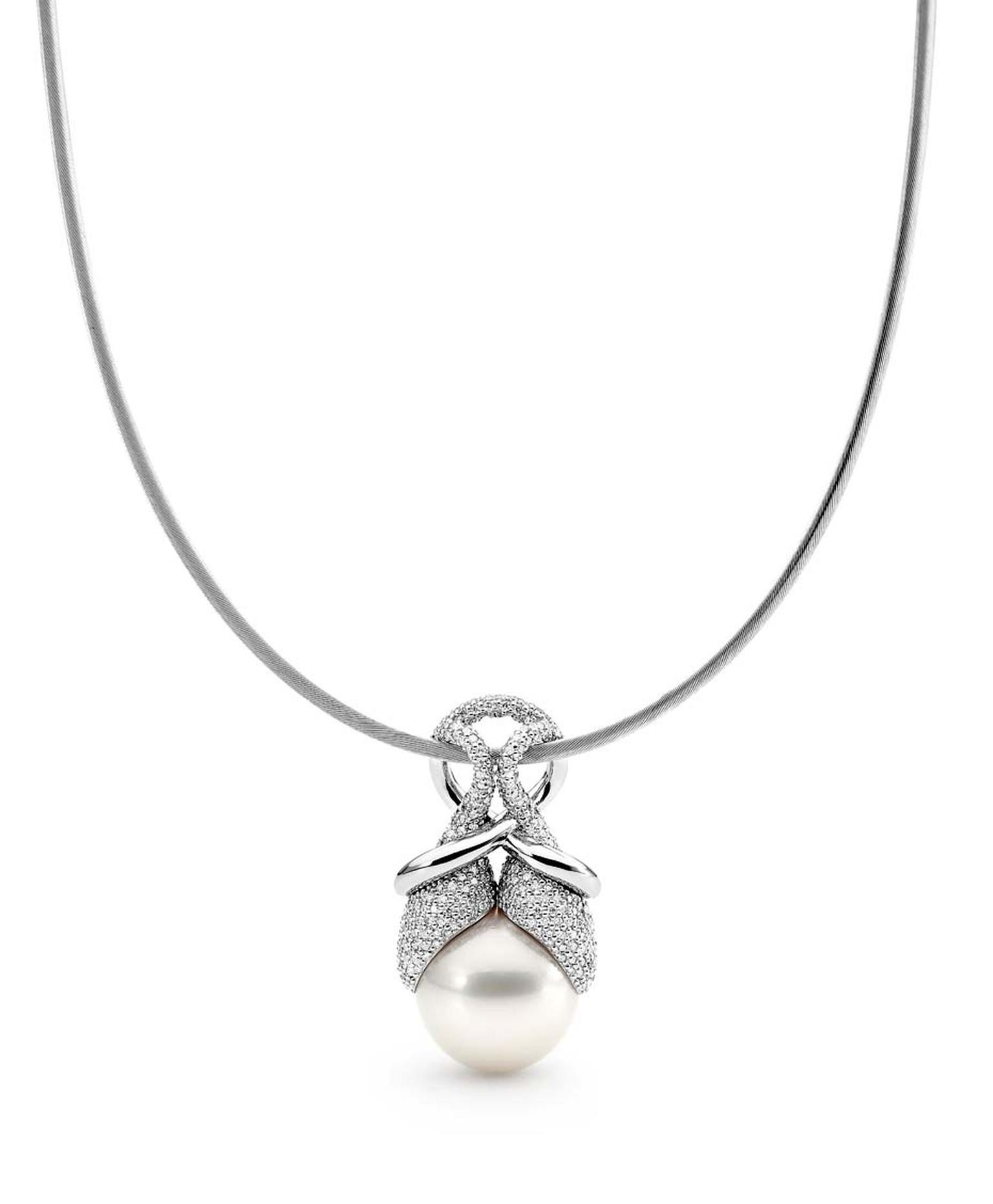 Linneys necklace in white gold with an Australian South Sea pearl and diamonds.