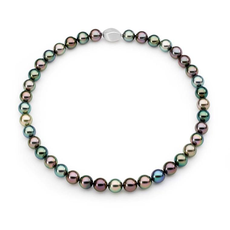 Linneys Tahitian pearl necklace in white gold.