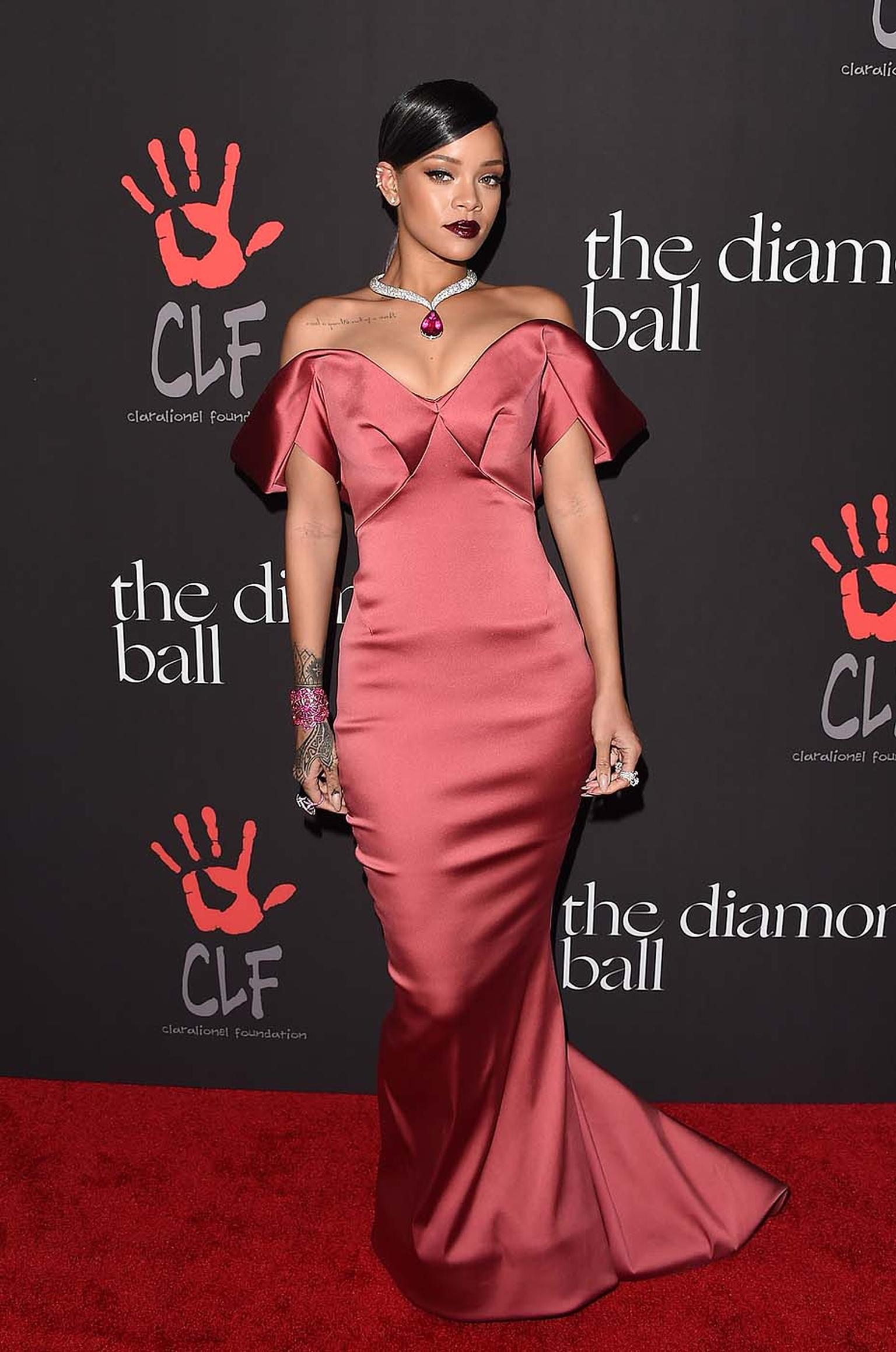 Glamorous in a highly feminine Hollywood star look, Rihanna accessorised her Zac Posen off-the-shoulder rose satin gown with Chopard high jewellery from the Red Carpet Collection.