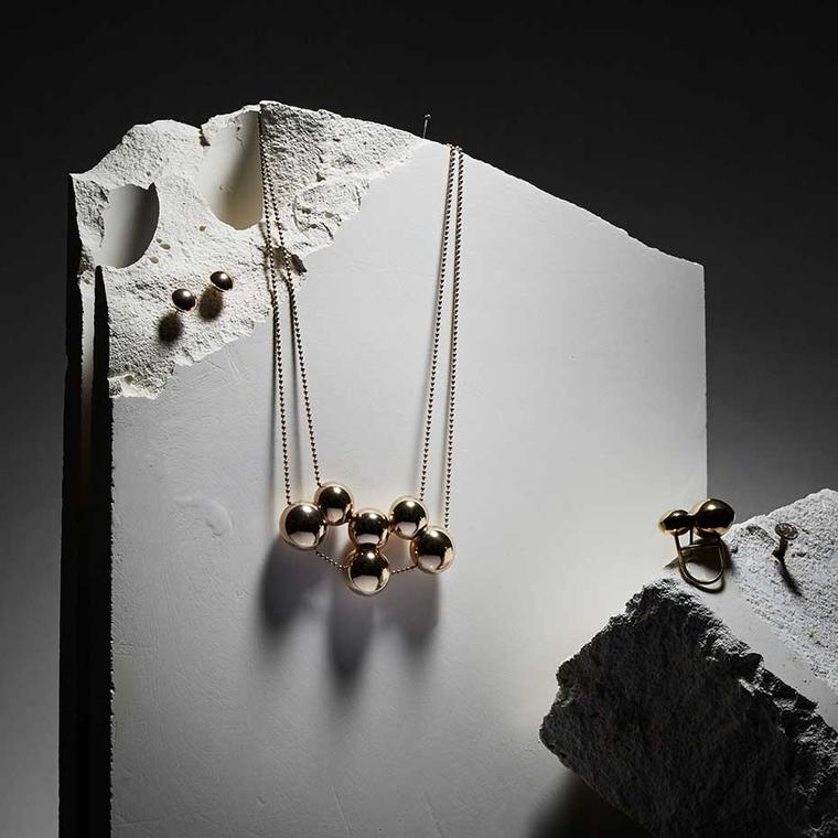 Mara Irsara Double Yellow Line Set consisting of necklace, earrings and ring in rose gold-plated silver, from the Smart collection.