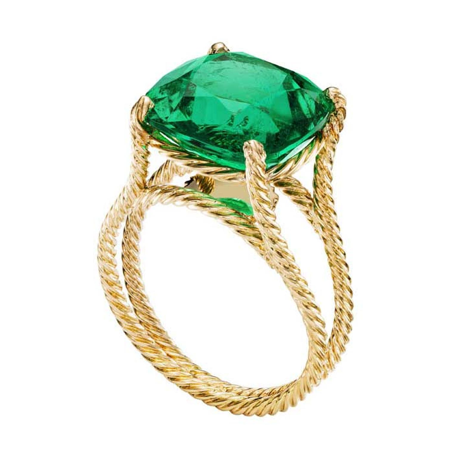 Extremely Piaget emerald ring in yellow gold.