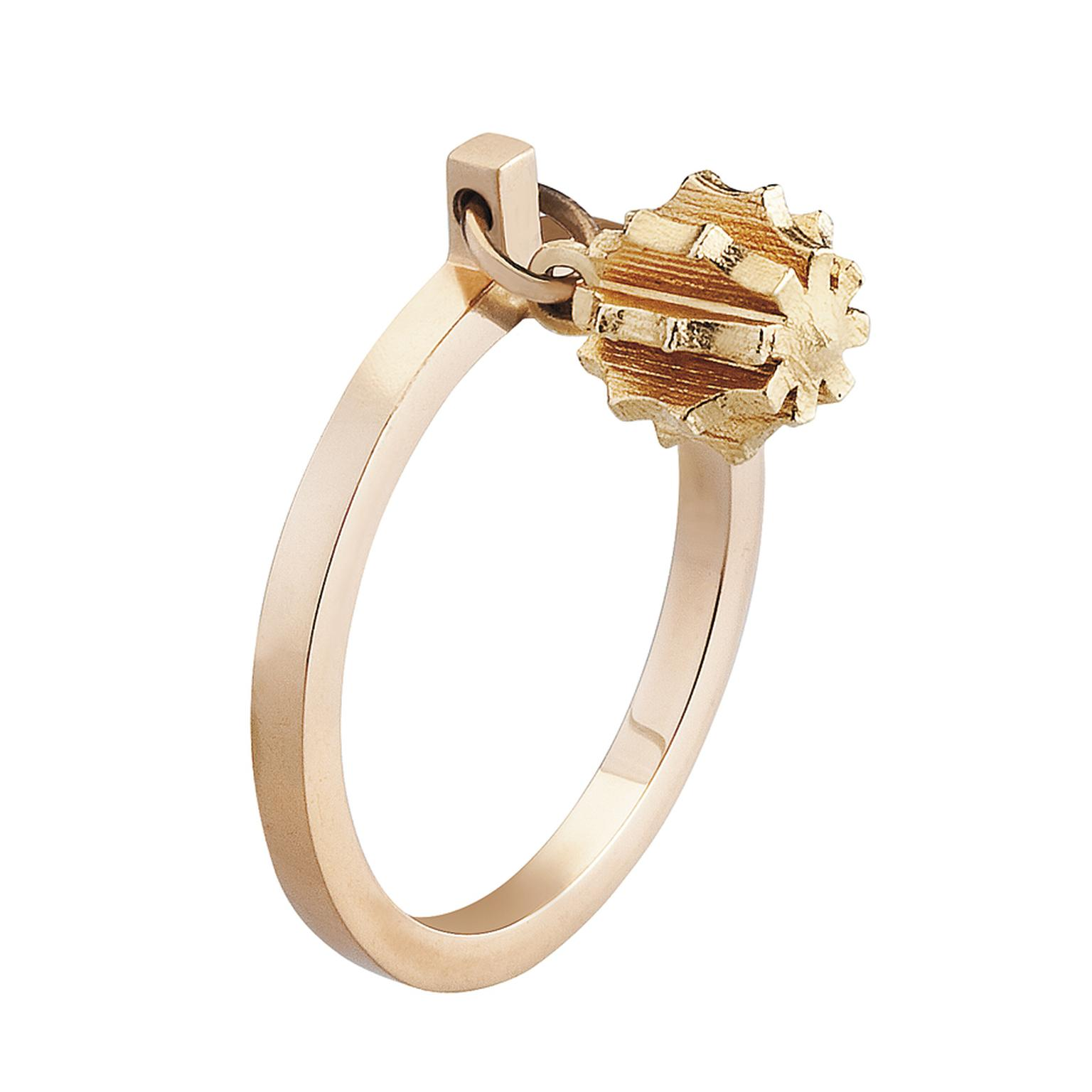 Mimata Revolving Star yellow gold ring.