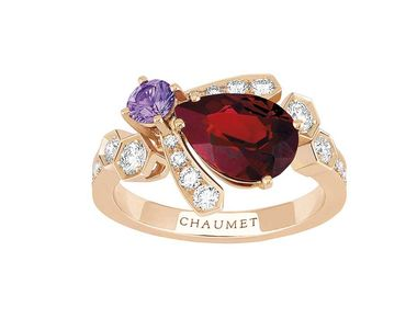 Chaumet ring in pink gold from the Bee My Love collection, set with a pyrope garnet, sapphire and diamonds.