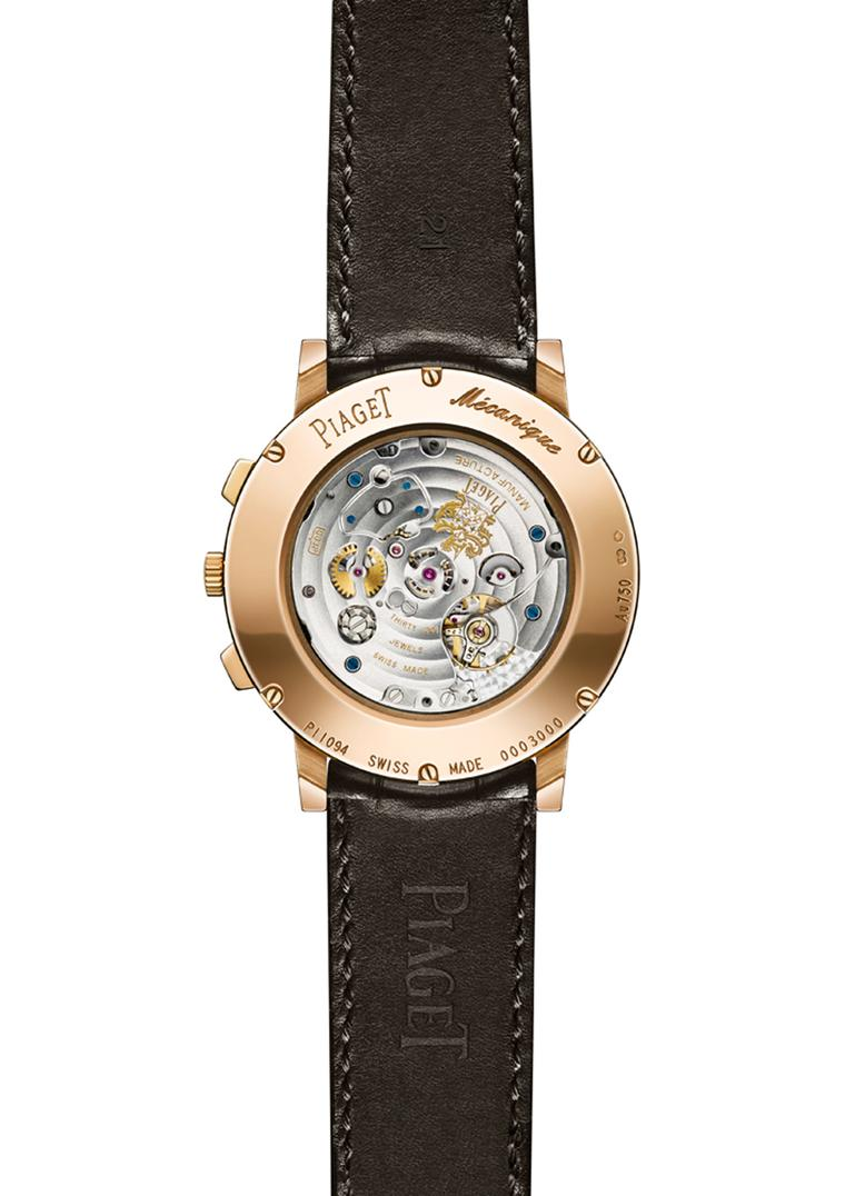 The 240 individual components that give life to calibre 883P are visible through the sapphire crystal caseback.