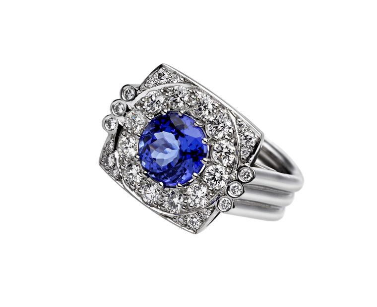 Ana de Costa ring in white gold, from the Mystical Tarot collection, set with a 2.36ct tanzanite and pavé diamonds.