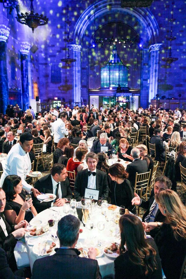 Under the high ceiling of the vast room, 50 tables were laid and the stage was set for what is described as the Academy Awards of the jewelry world. Image: Ben Rosser/BFAnyc.com