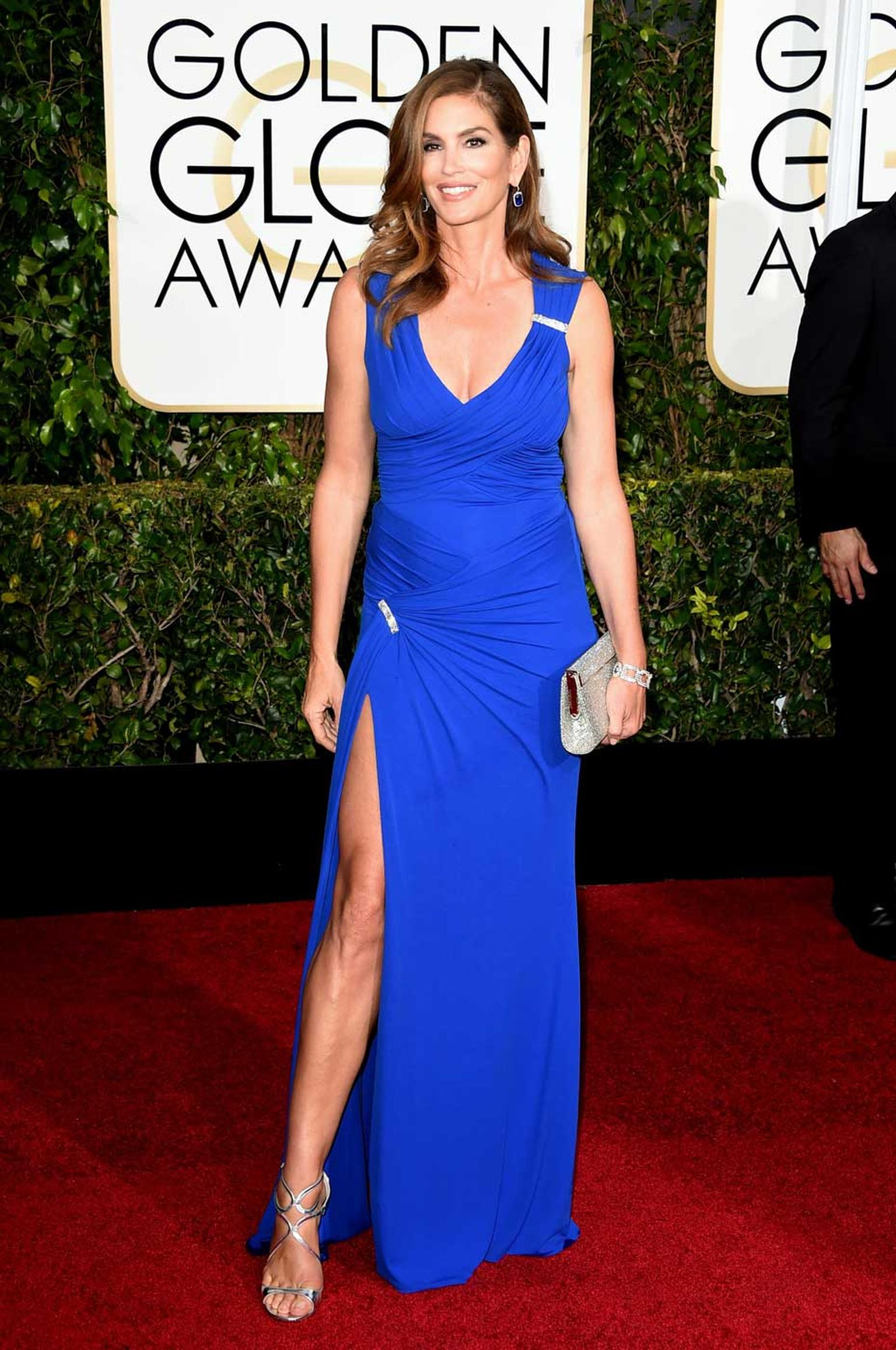 Cindy Crawford wore a pair of platinum earrings with micropavé diamonds and a cushion-cut sapphire by Harry Winston to the 2015 Golden Globe Awards.