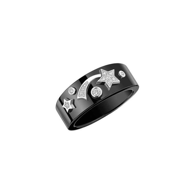 Chanel Cosmique ring in black ceramic and white gold set with brilliant-cut diamonds.