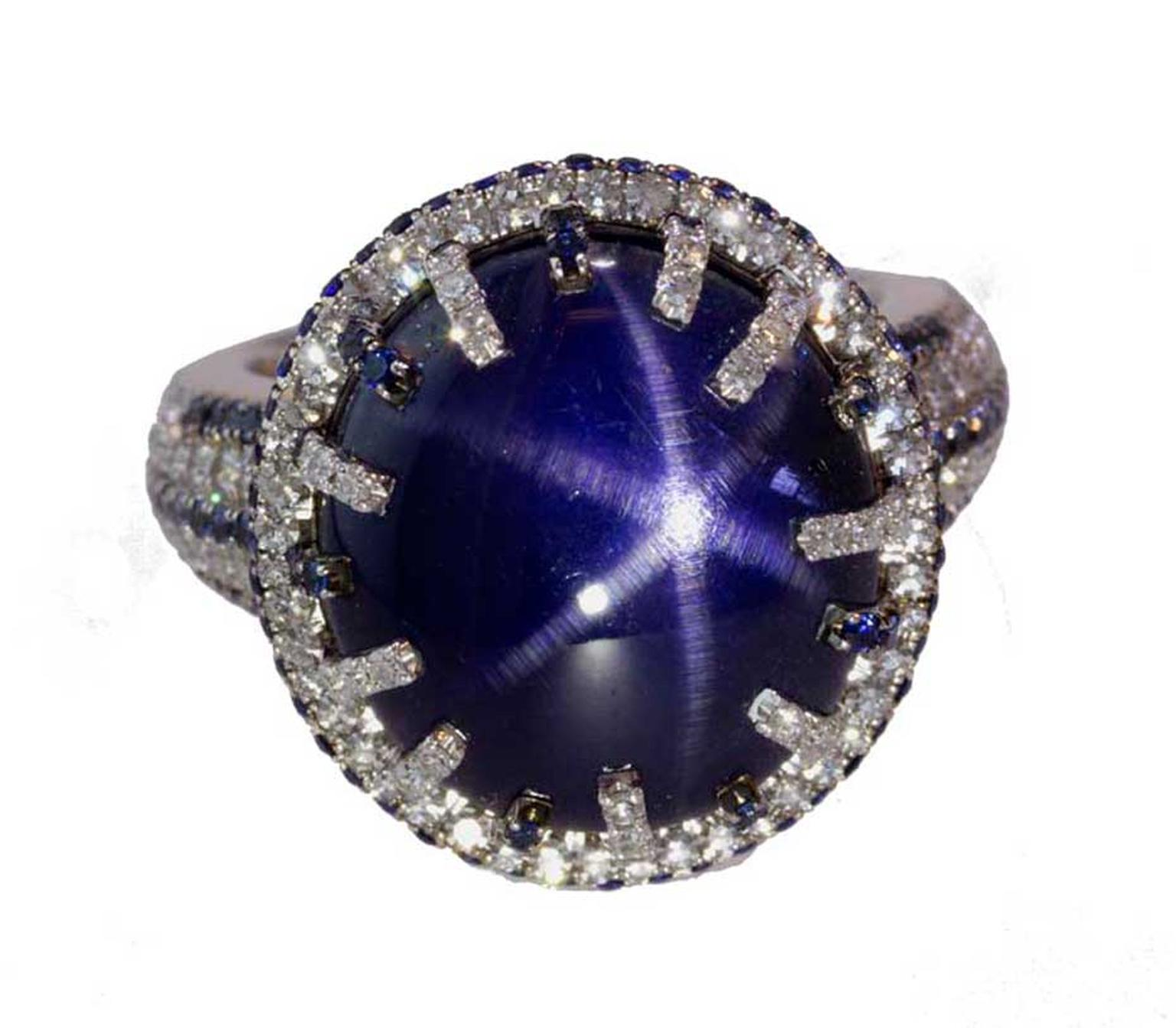 Martin Katz white gold ring with a central star sapphire cabochon from Sri Lanka.