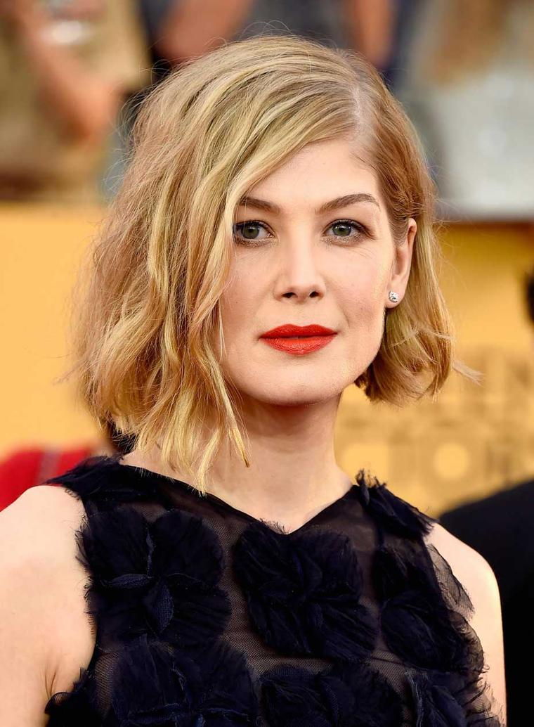 Outstanding Performance by a Female Actor in a Leading Role nominee Rosamund Pike wore old mine platinum stud Fred Leighton earrings to the 2015 SAG Awards. (Getty Images)