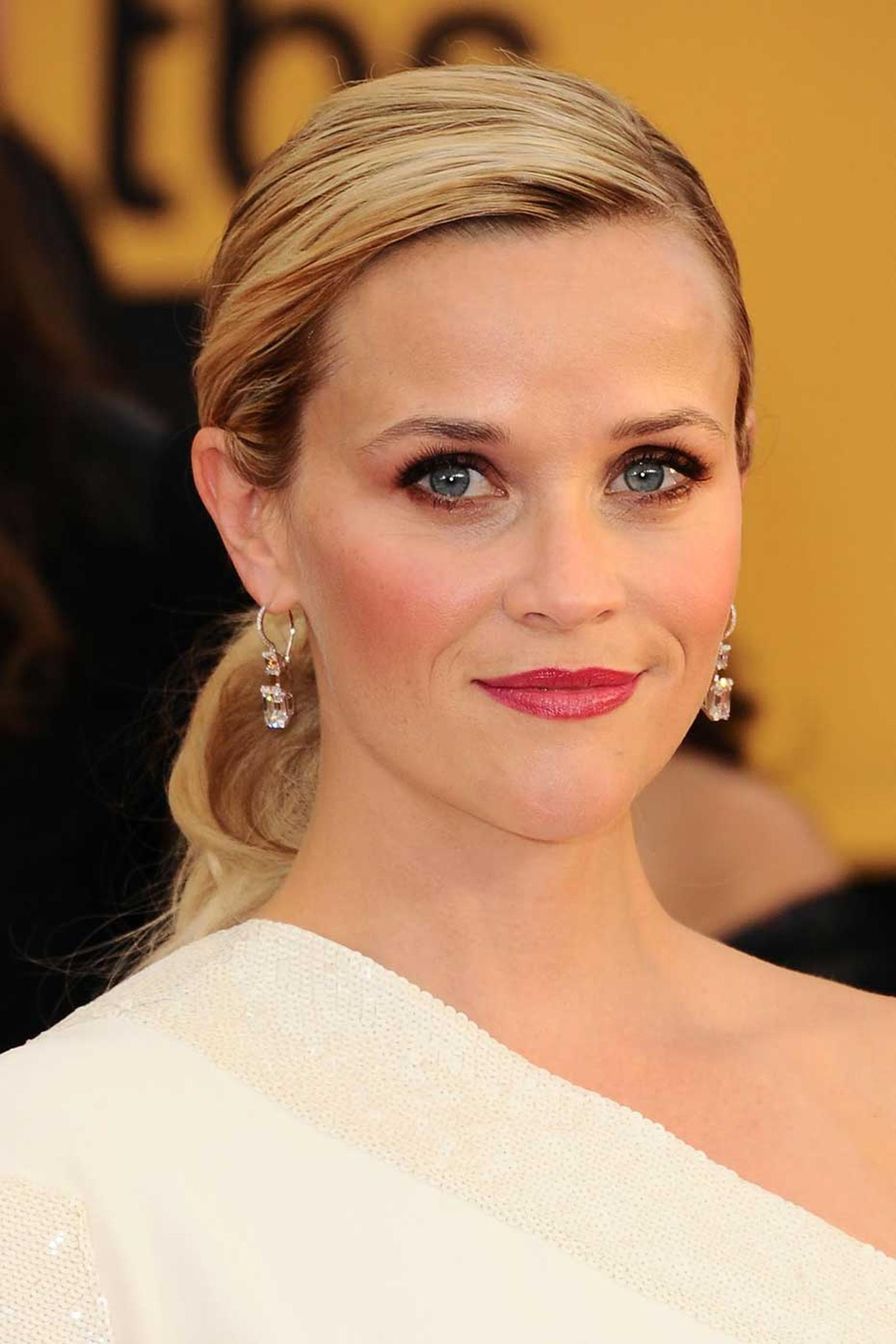 Reese Witherspoon chose stunning 9.20ct emerald-cut diamond drop Harry Winston earrings to dazzle on the red carpet at the 2015 SAG Awards. (Kevork Djansezian/Getty Images).