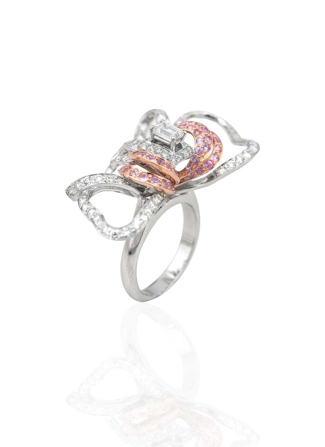 Mirari ring in white and rose gold, set with an emerald-cut diamond, round brilliant diamonds and pink sapphires.