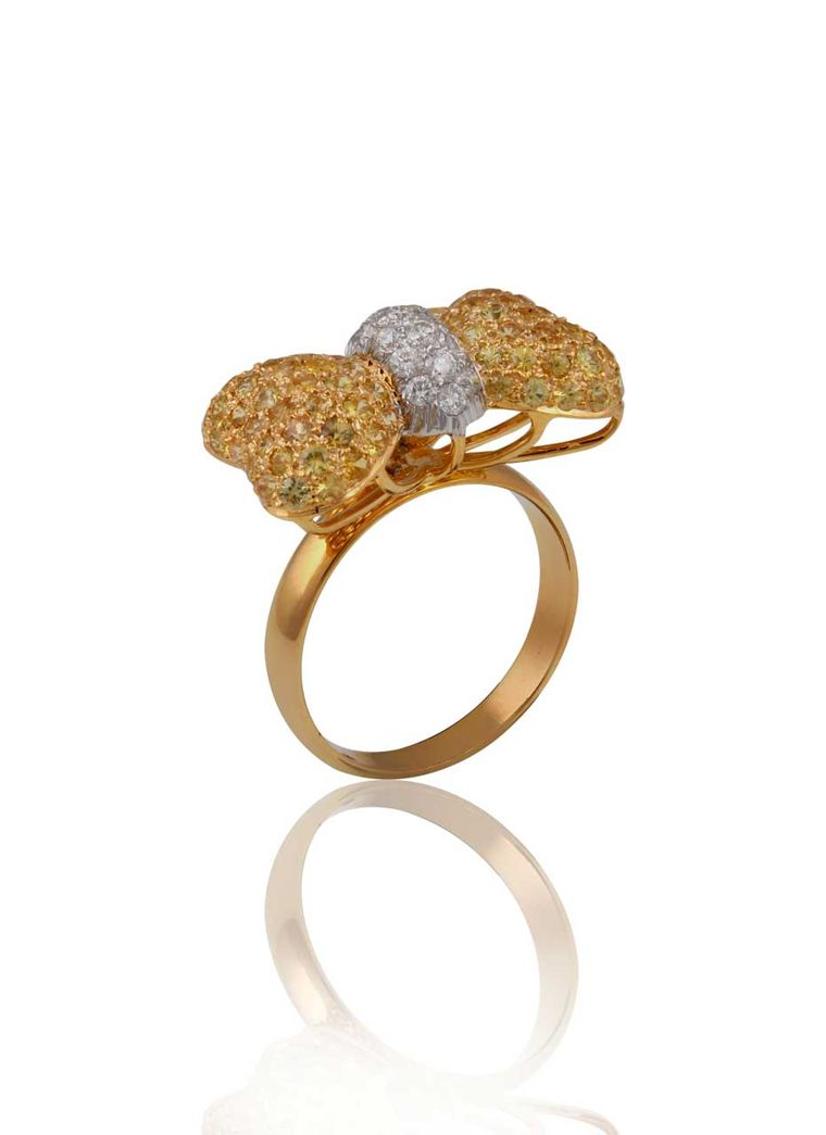 Mirari ring in yellow gold, with yellow sapphires and diamonds.