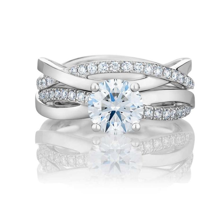 The De Beers Infinity round diamond engagement ring and Infinity band combine to create the contemporary De Beers Infinity Duo.
