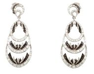These white gold and diamond earrings by Deborah Pagani feature a baguette-cut diamond openwork chandelier set with a circular-cut diamond.