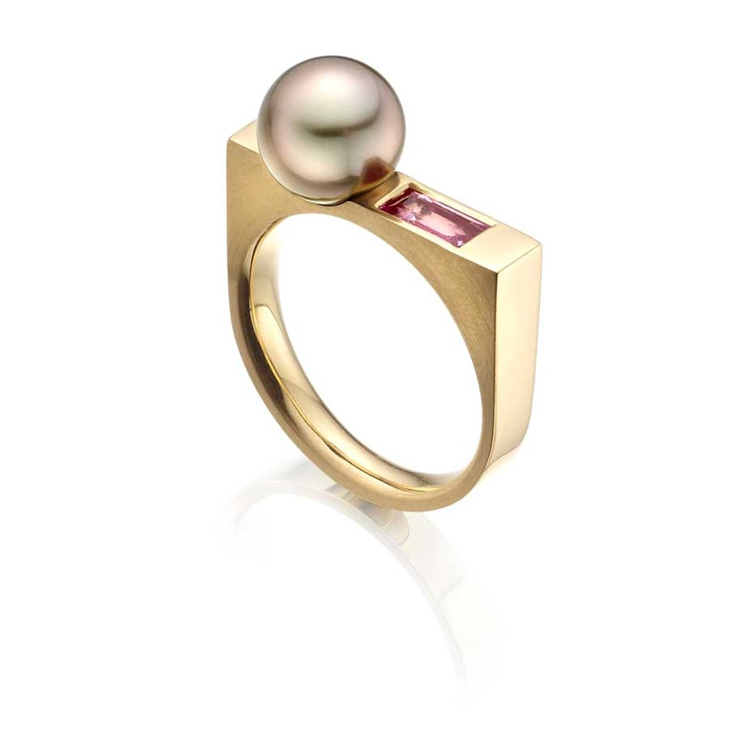 Winterson Luna Rose aubergine Tahitian Pearl Ring with pink sapphire in yellow gold.