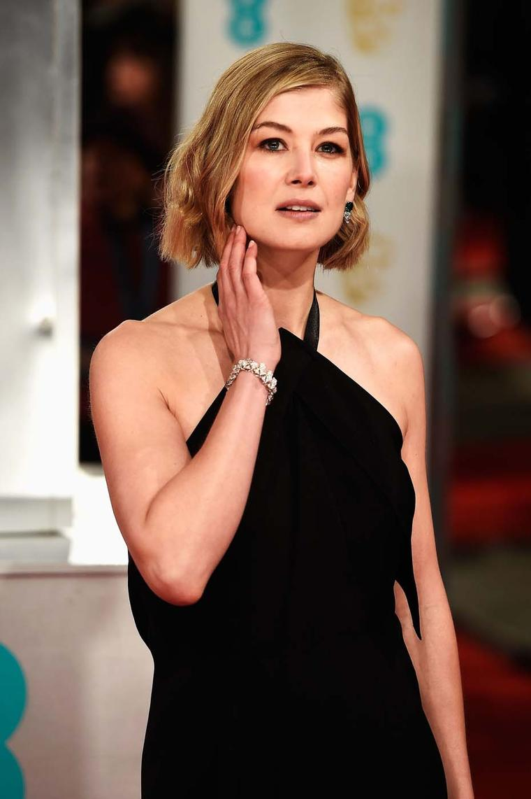 British actress Rosamund Pike wore gorgeous Bulgari earrings and bracelet at the 2015 BAFTA award ceremony in London.