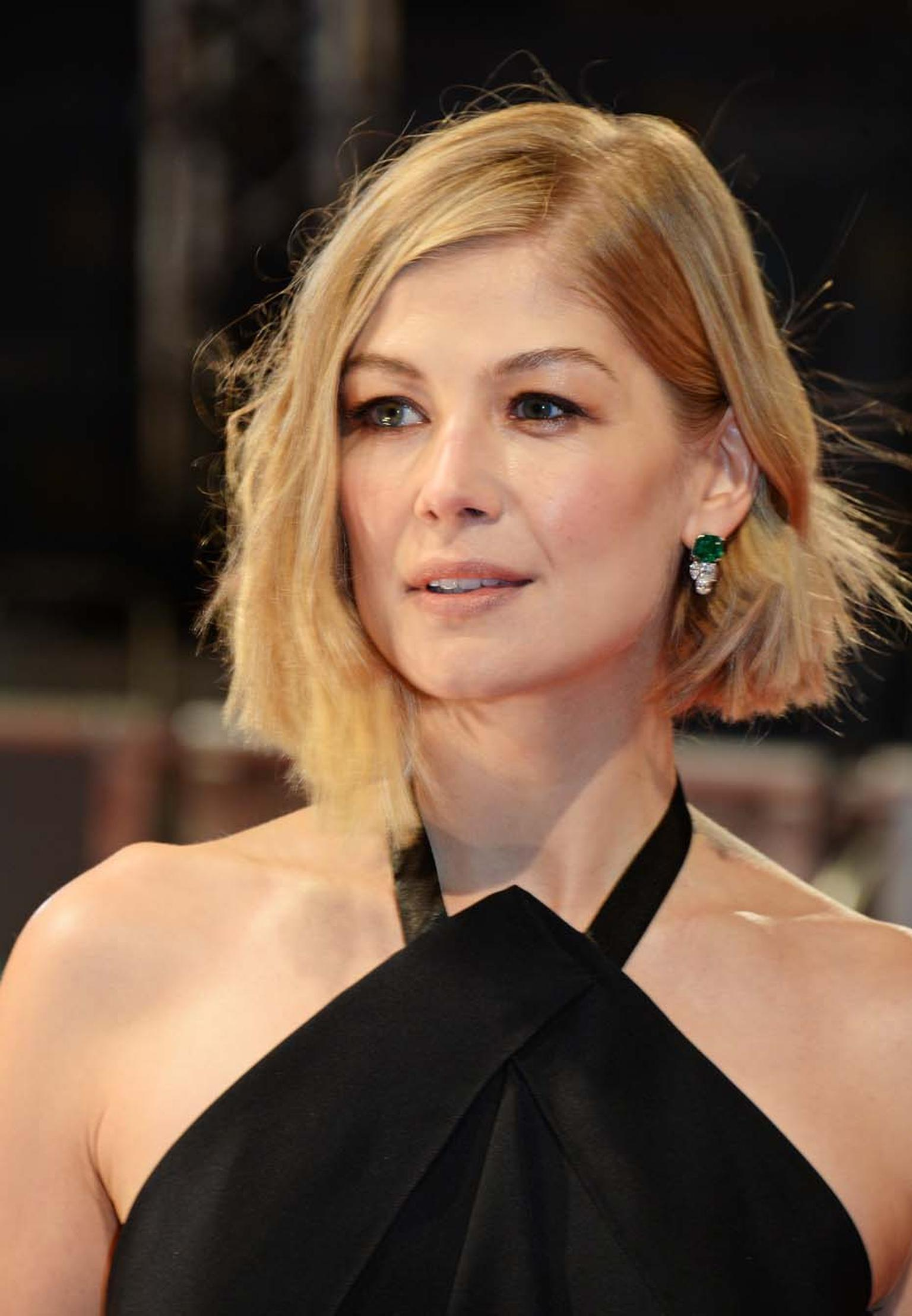 British Best Actress Nominee for her lead role in Gone Girl, Rosamund Pike looked gorgeous in Bulgari jewelry at the 2015 BAFTAs.