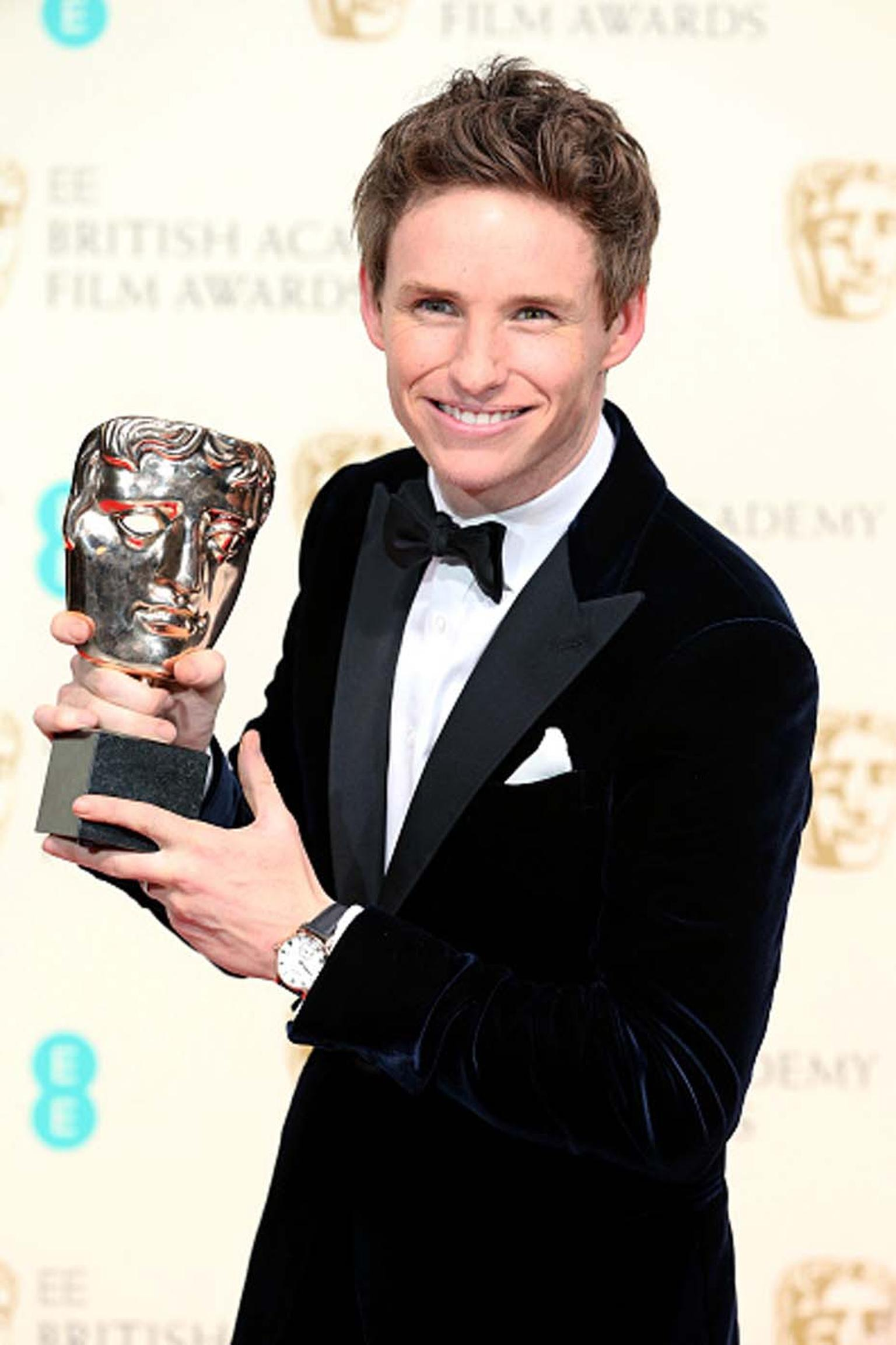 British actor Eddie Redmayne, who won the Leading Actor BAFTA (The Theory of Everything), walked the red carpet wearing a Chopard Classic Manufacture watch in rose gold.