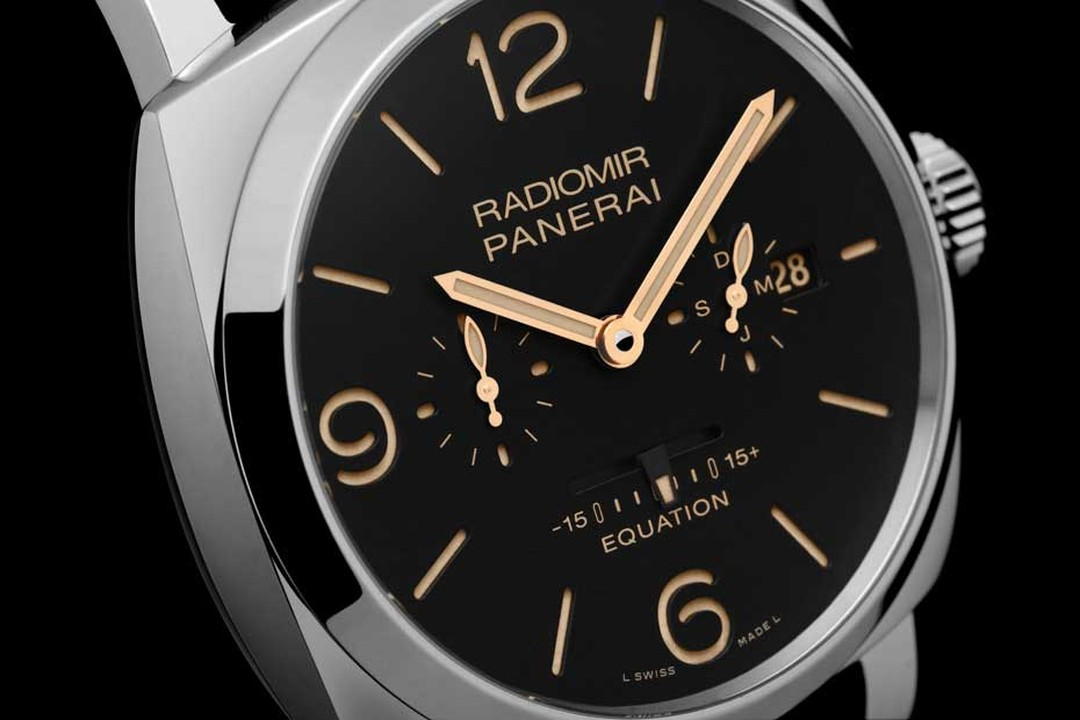 The Radiomir 1940 retains its formidable Panerai watch identity and features the classic sandwich structure invented by Panerai in the late 1930s - an ingenious invention that is basically two discs placed on top of one another. The disc on the bottom is