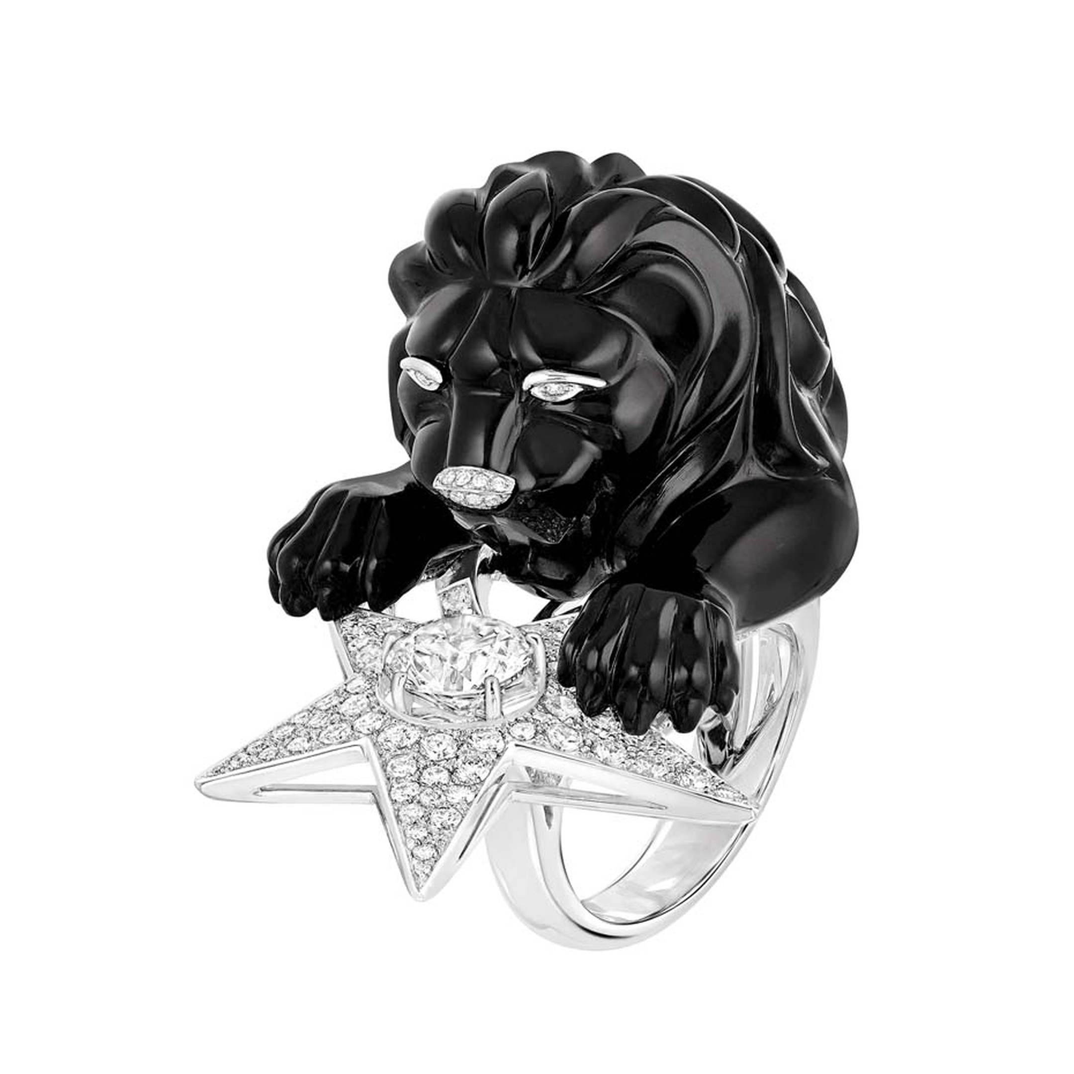 The second Chanel Constellation du Lion ring from the new Les Intemporels high jewellery collection features the same regal lion guarding a sparkling star, but this time the lion is carved out of onyx.