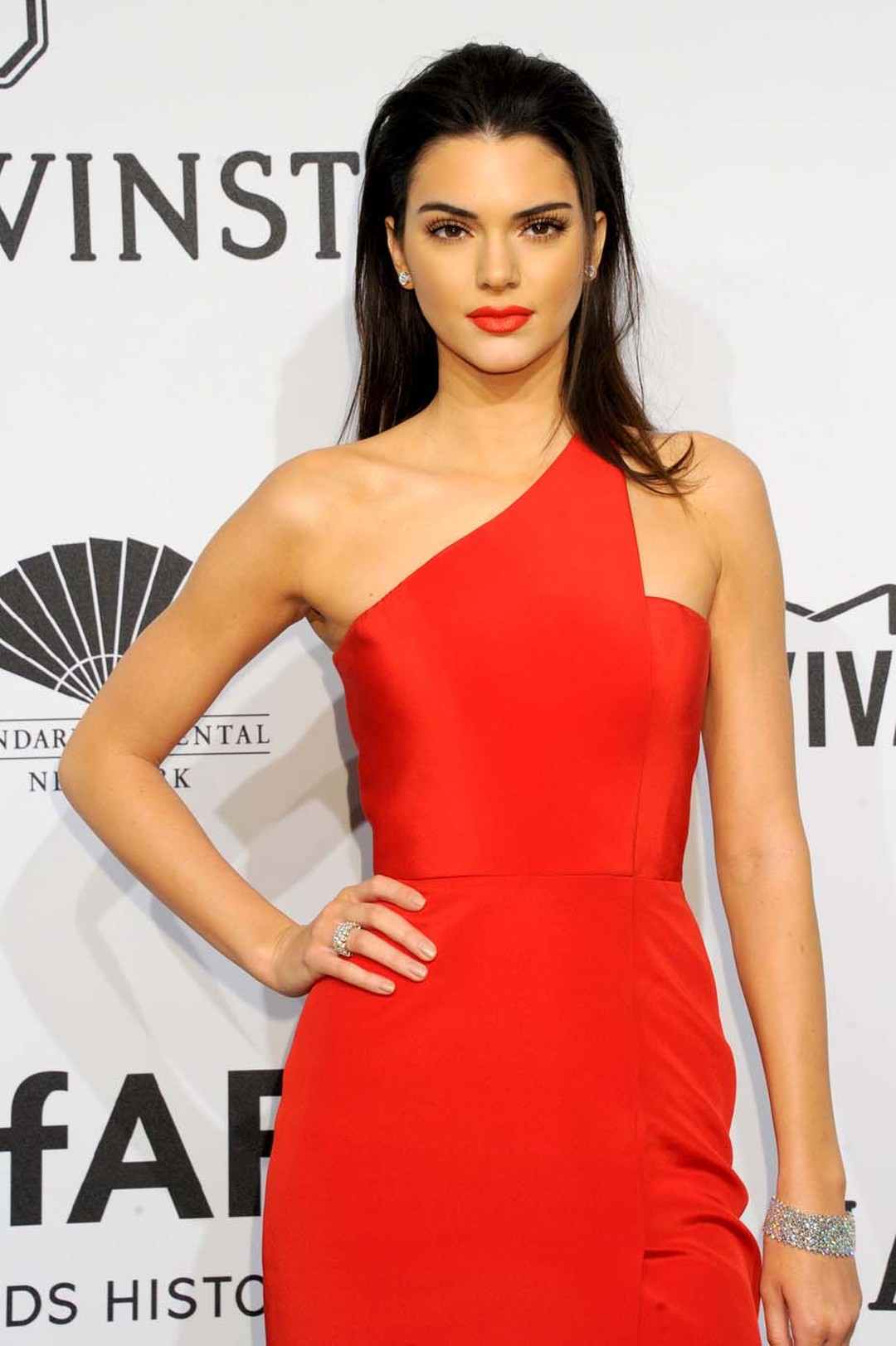 Model and reality TV star Kendall Jenner accessorised her bright red outfit with stunning Harry Winston high jewellery diamond pieces all set in platinum, including 6.27 carat diamond ear studs, an emerald-cut diamond Carpet Bracelet, and a 3-row, 12.3 ca