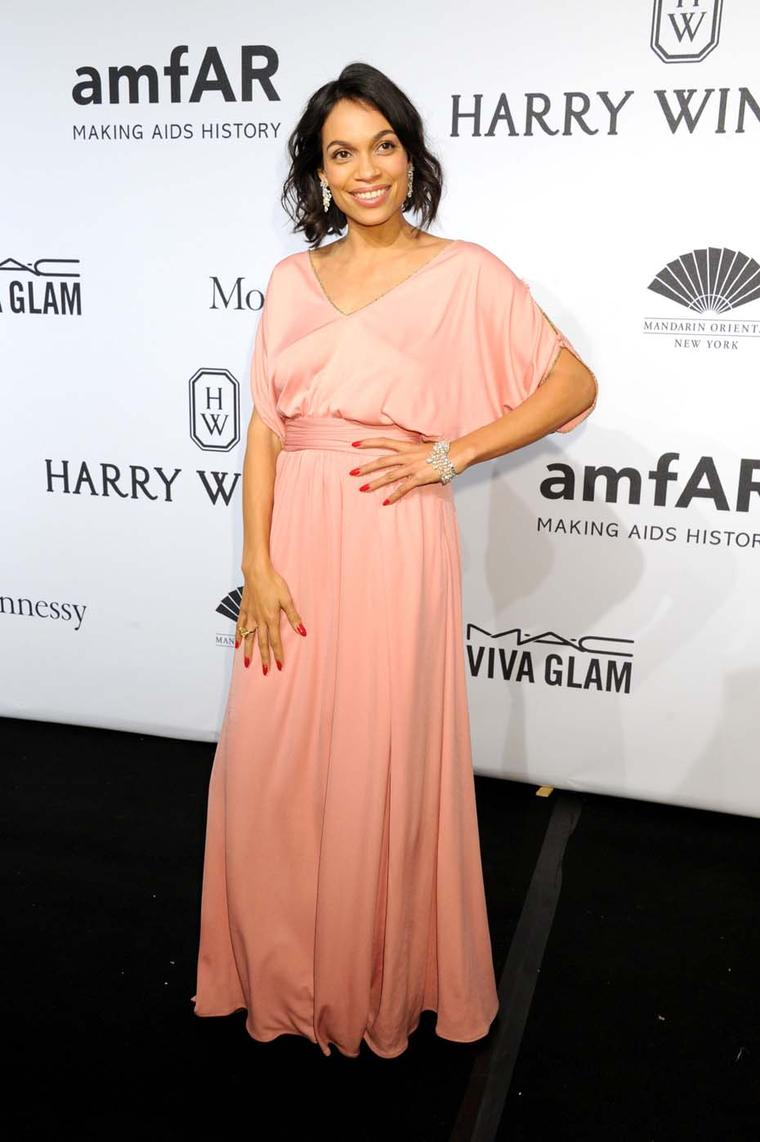 Actress Rosario Dawson attended the amfAR New York Gala wearing a trio of Harry Winston high jewellery diamond pieces, set in platinum. She wore 29.59 carat diamond Chandelier Earrings, a Mrs. Winston 45.05 carat diamond bracelet, and a radiant-cut yellow