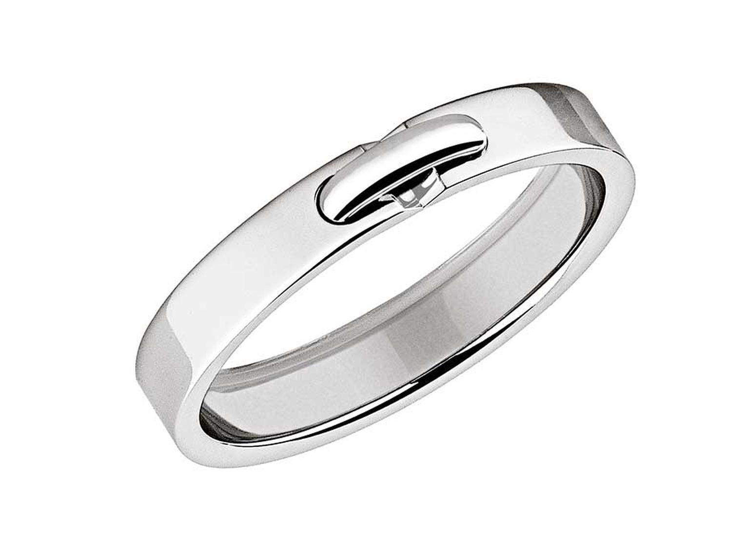 Liens de Chaumet platinum wedding band, XXS model with its platinum link design provides simple elegance.