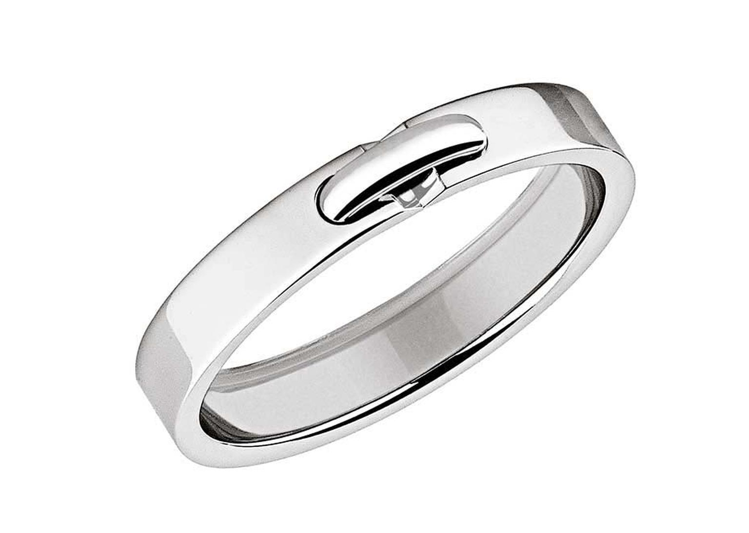 Liens de Chaumet platinum wedding band XXS model with a stylish link design.