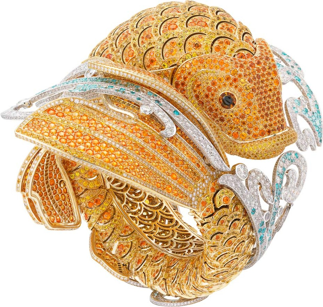 Van Cleef & Arpels Carpe Koï high jewellery watch features yellow sapphires and spessartite garnets set into the yellow gold scales. The lively spray of water is recreated with diamonds and Paraiba-like tourmalines.